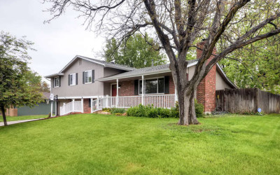 SOLD! Renovated Lochwood Beauty, Steps to The Lake